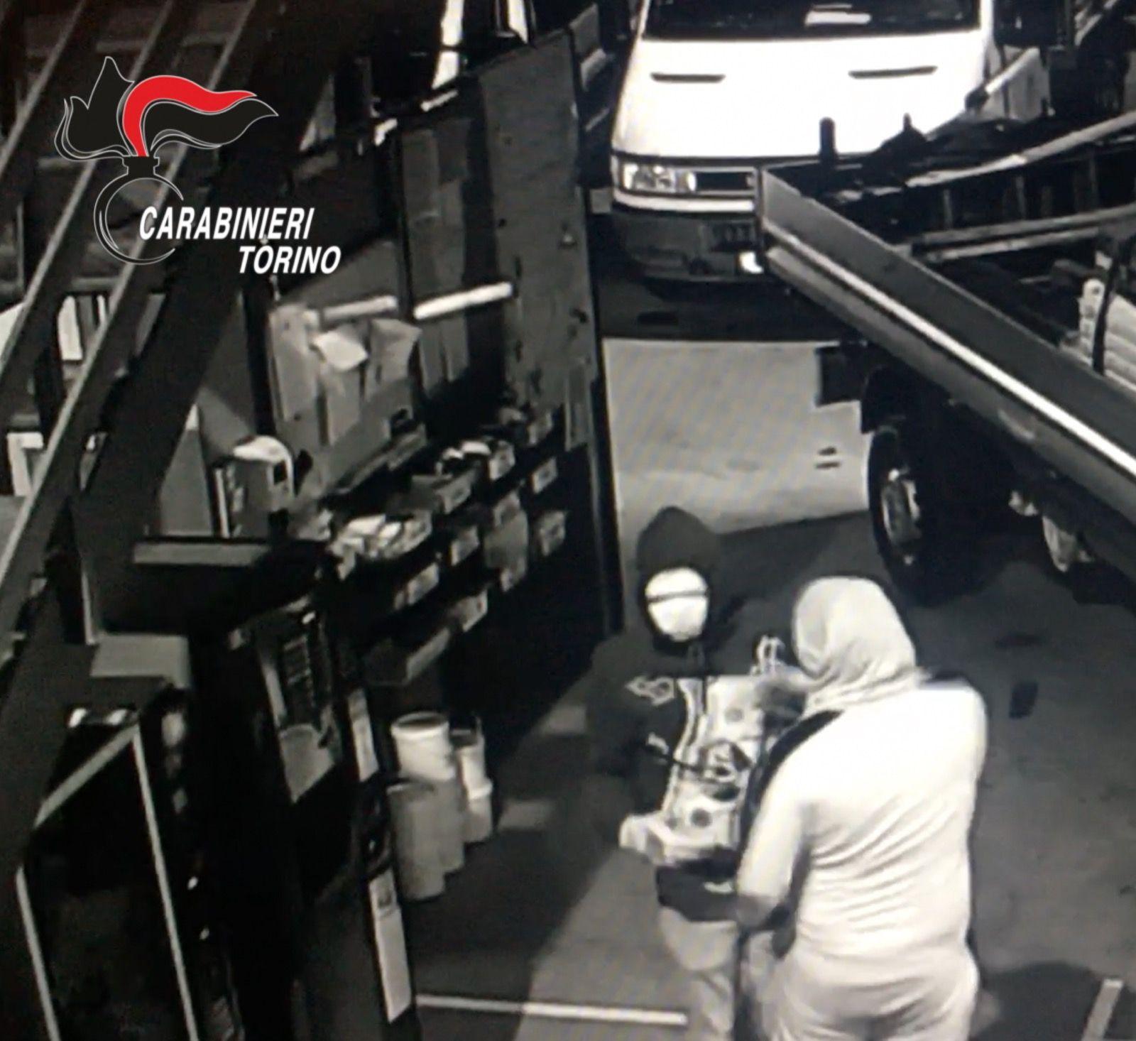 FURTI - Assalti in aziende e su tir in sosta: presa banda di Rom - VIDEO