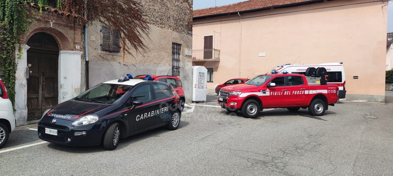 FAVRIA - Si barrica in casa e minaccia di togliersi la vita, salvato da carabinieri e vigili del fuoco - FOTO