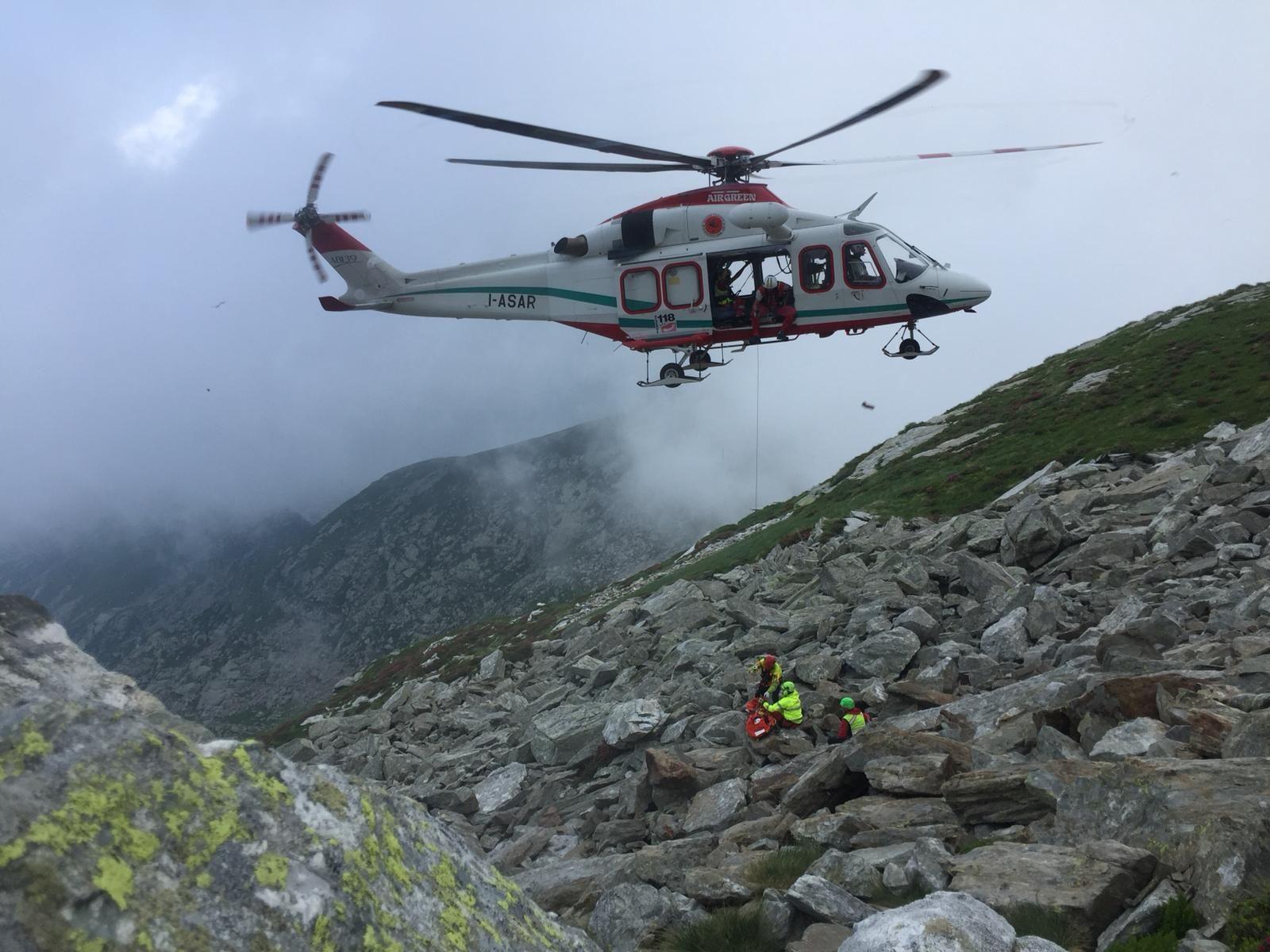 QUINCINETTO - Precipita per quaranta metri durante un'escursione: un uomo salvato dal soccorso alpino - FOTO e VIDEO