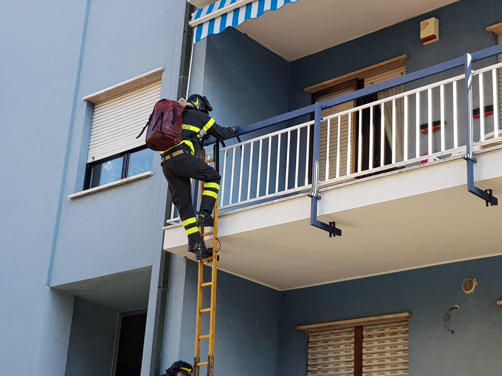RIVAROLO - Anziani bloccati in casa salvati dai vigili del fuoco