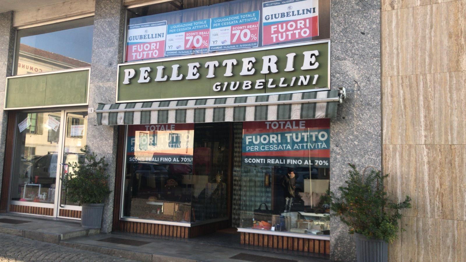 CUORGNE' - Chiude la Pelletteria Giubellini: si svuota anche il magazzino