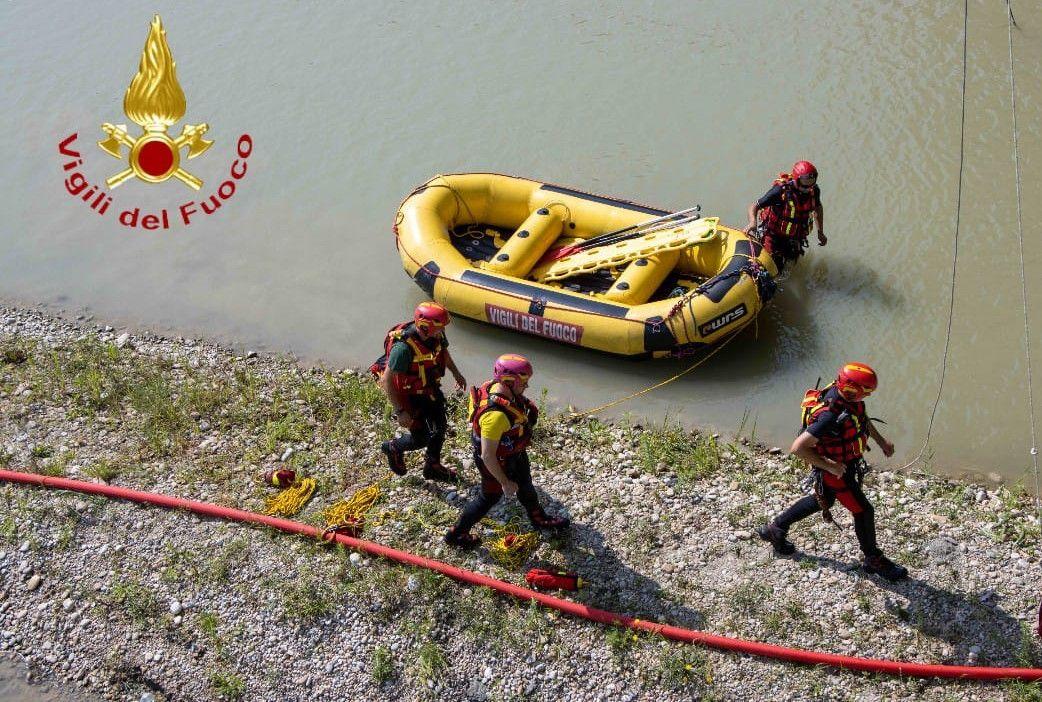 DRAMMA AL LAGO DI VIVERONE - Turista annegato: i vigili del fuoco cercano il corpo