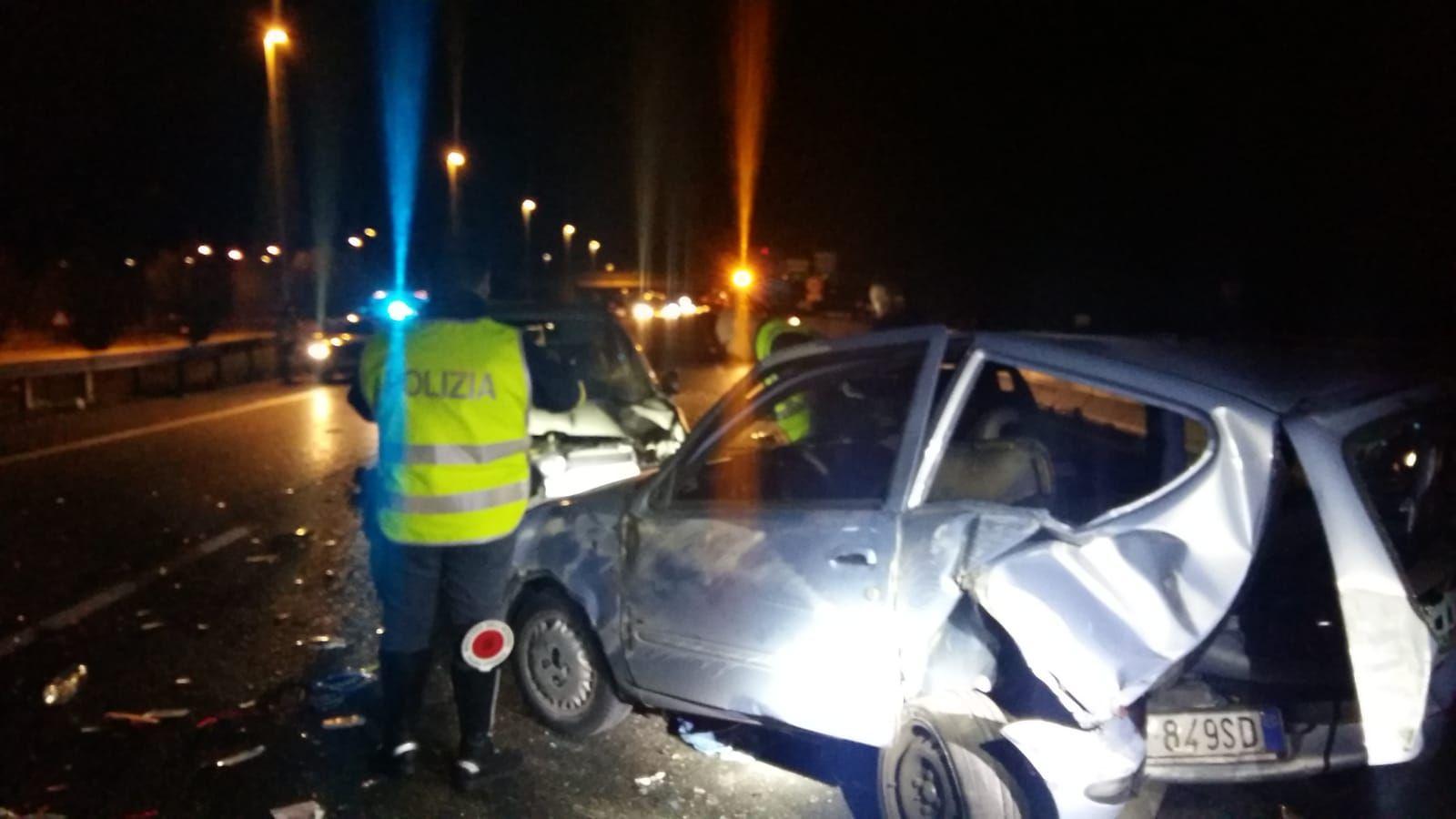 BRANDIZZO - Provoca un incidente e scappa: preso dalla polizia stradale