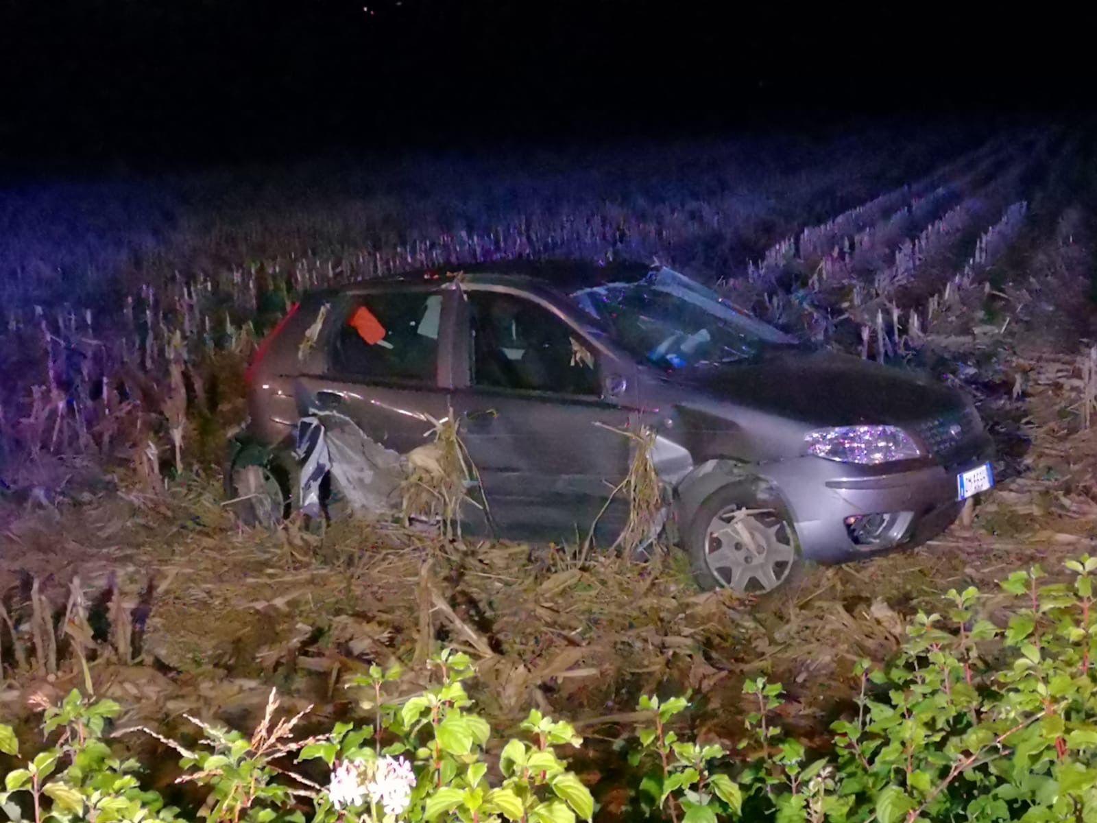 CASTELLAMONTE - Incidente a Spineto: auto si ribalta - FOTO