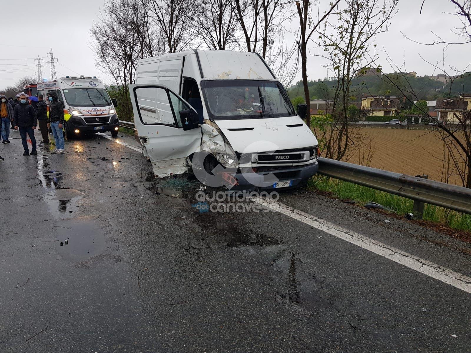 LOMBARDORE - Un altro incidente sulla 460: tre persone in ospedale. Lo scontro tra un furgone e due vetture - FOTO