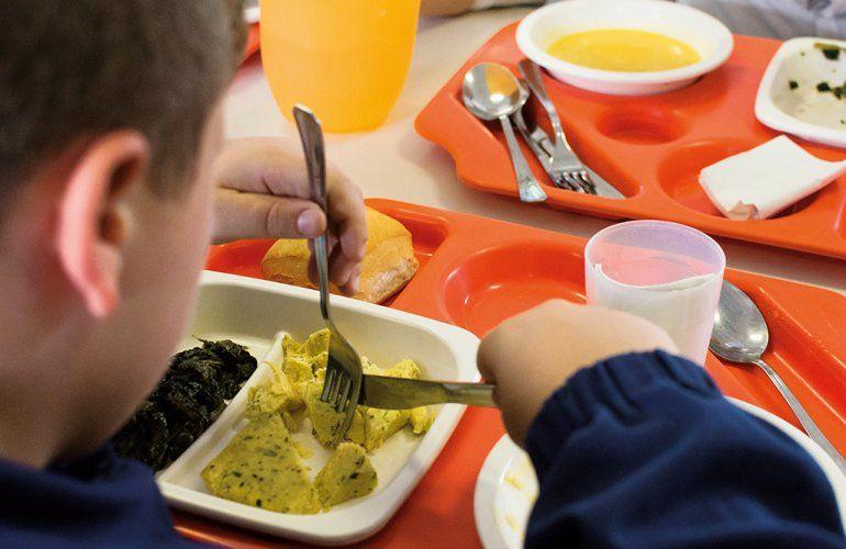LEINI - Costi della mensa: «Nessuna tutela per le famiglie in difficoltà»