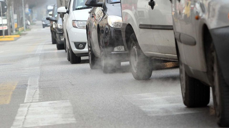 CANAVESE - Anti-smog, da domani scattano le limitazioni al traffico: stop anche ai diesel Euro 4