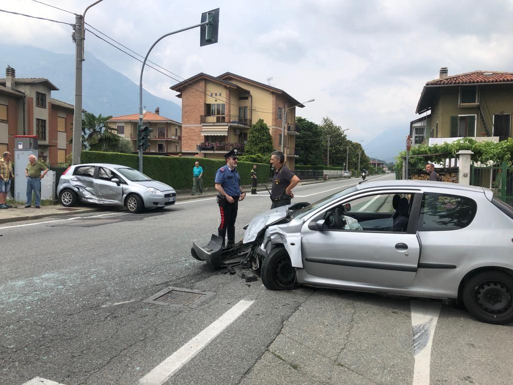 MONTALTO DORA - Incidente stradale, due automobilisti in ospedale