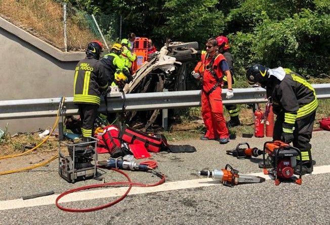 TRAGEDIA SULL'AUTOSTRADA - Auto precipita dal viadotto tra Volpiano e Settimo: una donna morta, un'altra ferita - FOTO