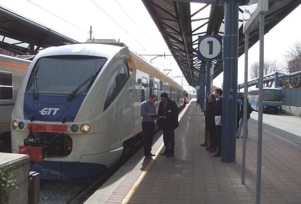 FERROVIA CANAVESANA - Allarme incendio: il treno si blocca sui binari. Ennesimo atto vandalico