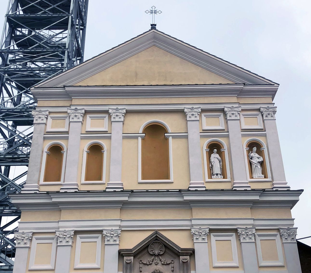 NOLE - A tredici anni dal crollo si rivede il profilo della torre campanaria