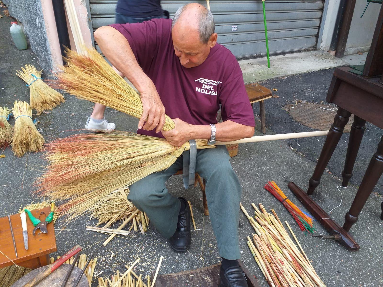 FOGLIZZO - Il paese celebra la storica lavorazione della saggina
