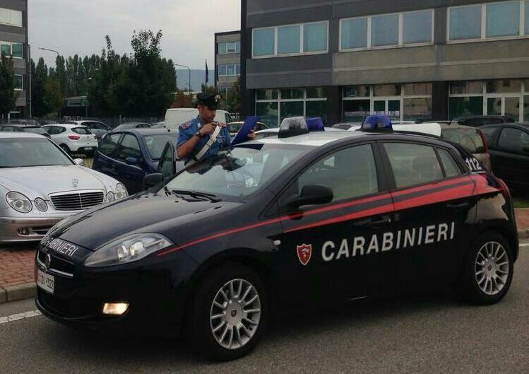 CANAVESE - Derubavano solo donne anziane davanti a cimiteri e supermercati: due sinti arrestati dai carabinieri