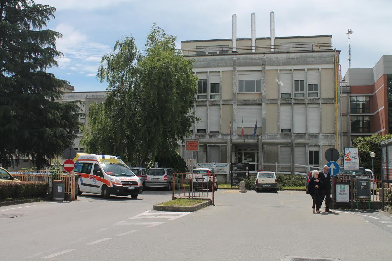 CASTELLAMONTE - Intrusi notturni nel vecchio ospedale: indagini dei carabinieri in corso