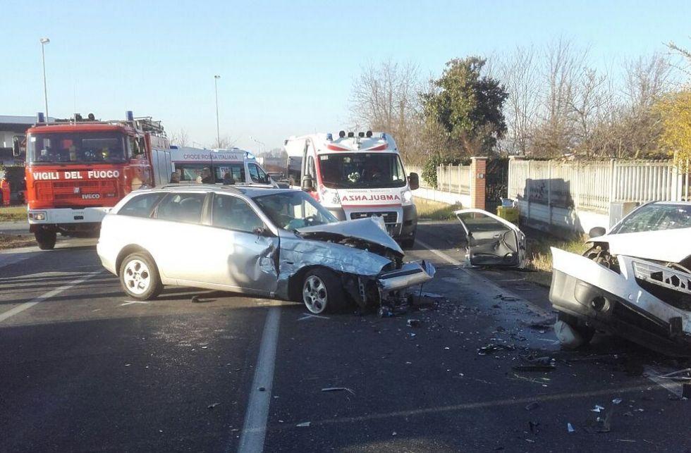 CASTELLAMONTE-TORRE - Grave incidente stradale: tre feriti - FOTO