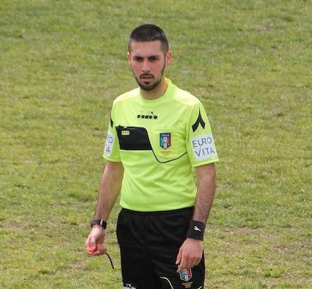 TRAGEDIA DI VOLPIANO - Arbitri con il lutto al braccio per ricordare Loris Azzaro, morto ad appena 26 anni sull'autostrada Torino-Aosta