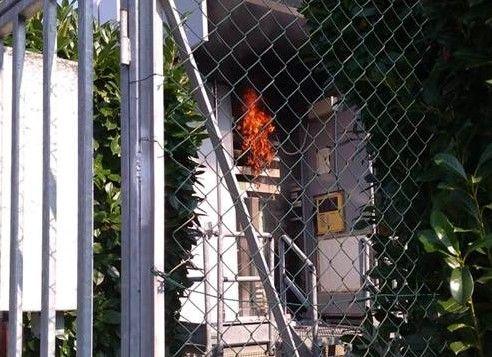 FELETTO - Incendio danneggia la cabina della Telecom - FOTO
