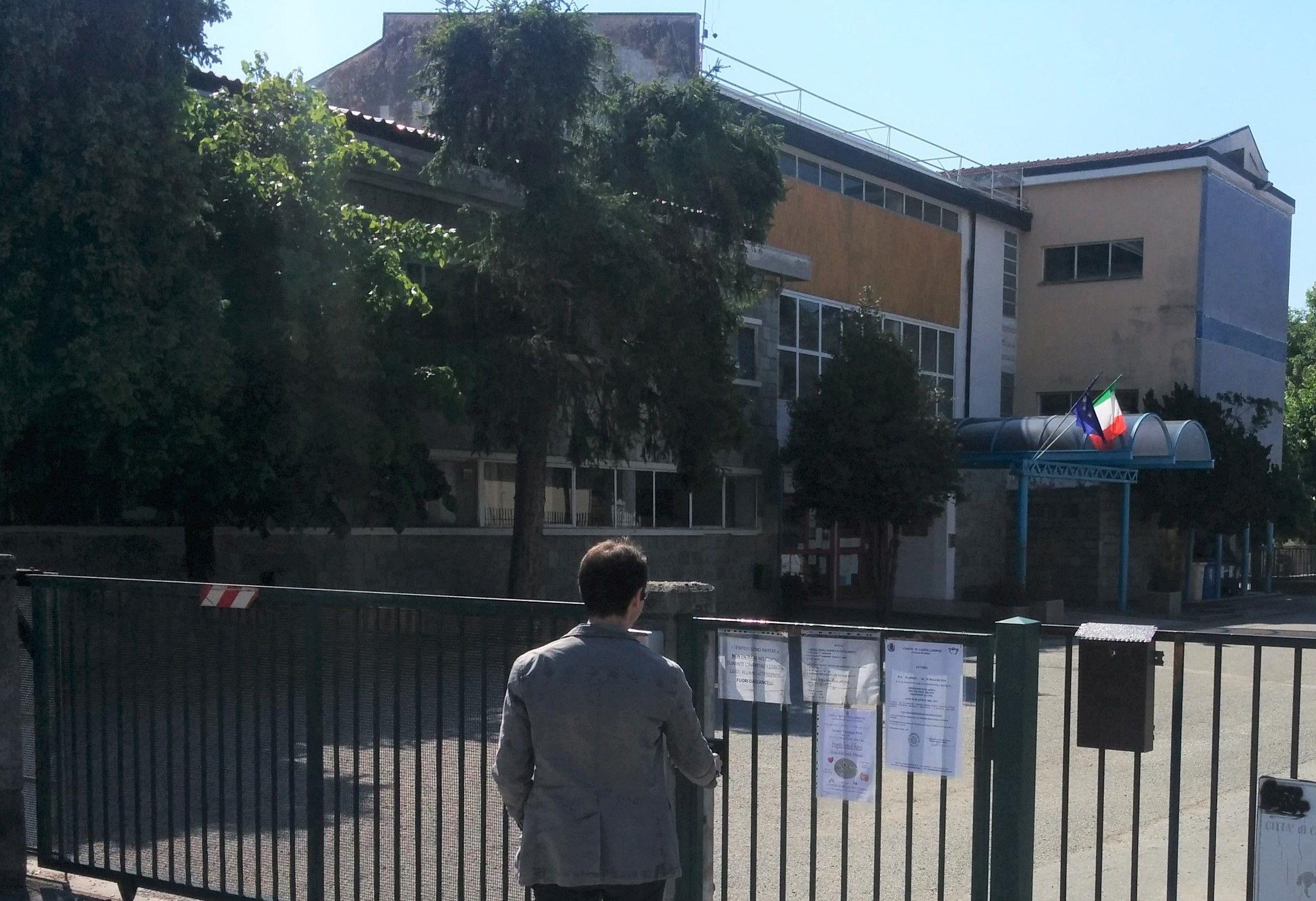 CASTELLAMONTE - Alle scuole elementari rifatti i bagni del 1956