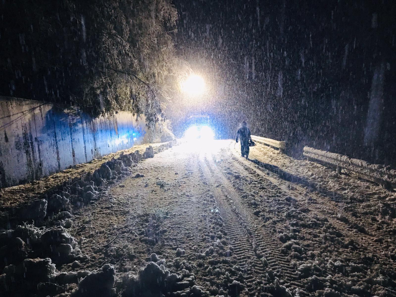 VALLE ORCO - I Comuni in rivolta dopo i disservizi provocati dalla neve: «Le bollette sono puntuali, i servizi no»