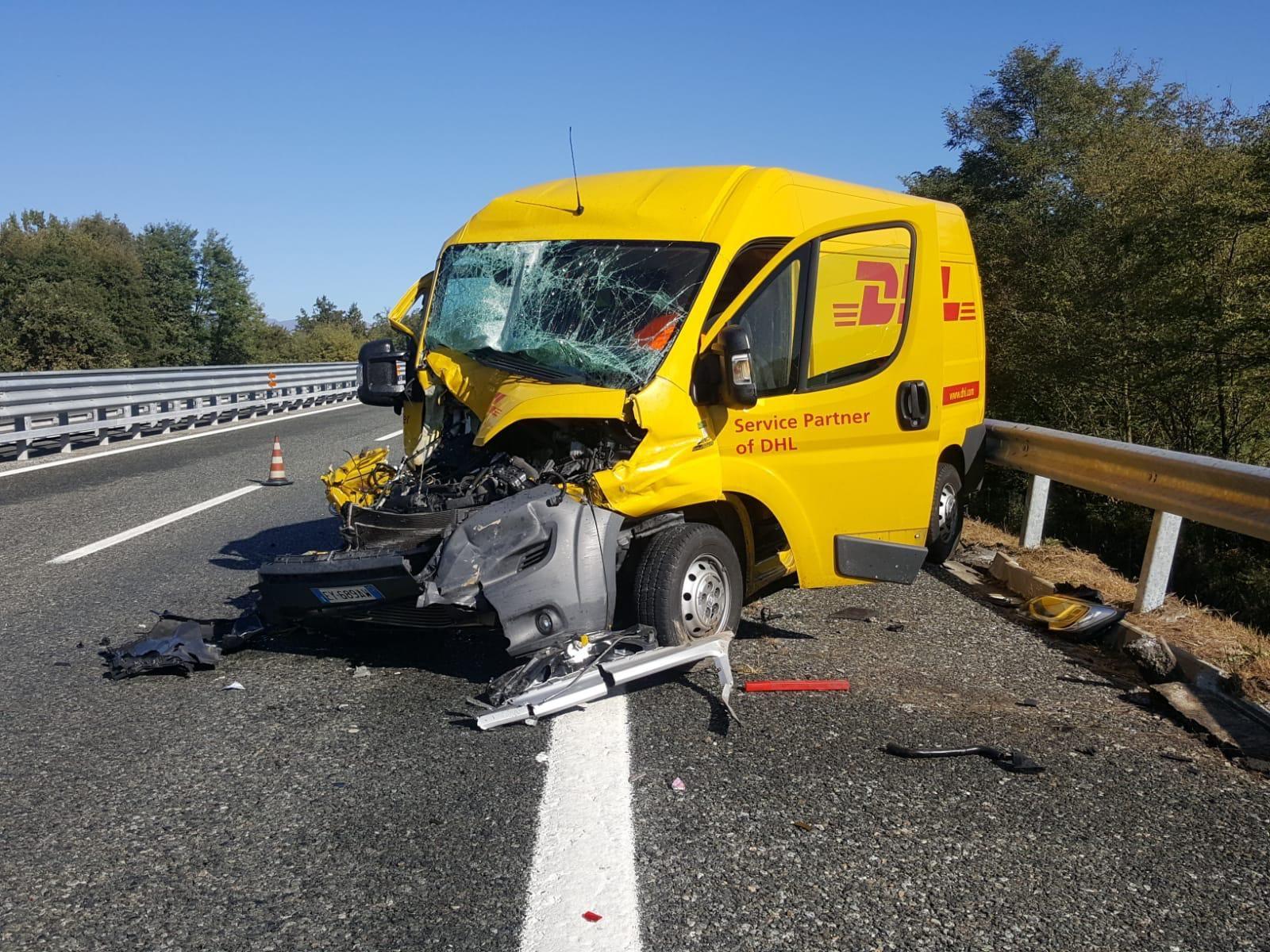 SAN GIORGIO - Schianto in autostrada: ferito autista furgone - FOTO