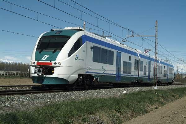 MONTANARO - Sassi contro il treno: in frantumi due finestrini
