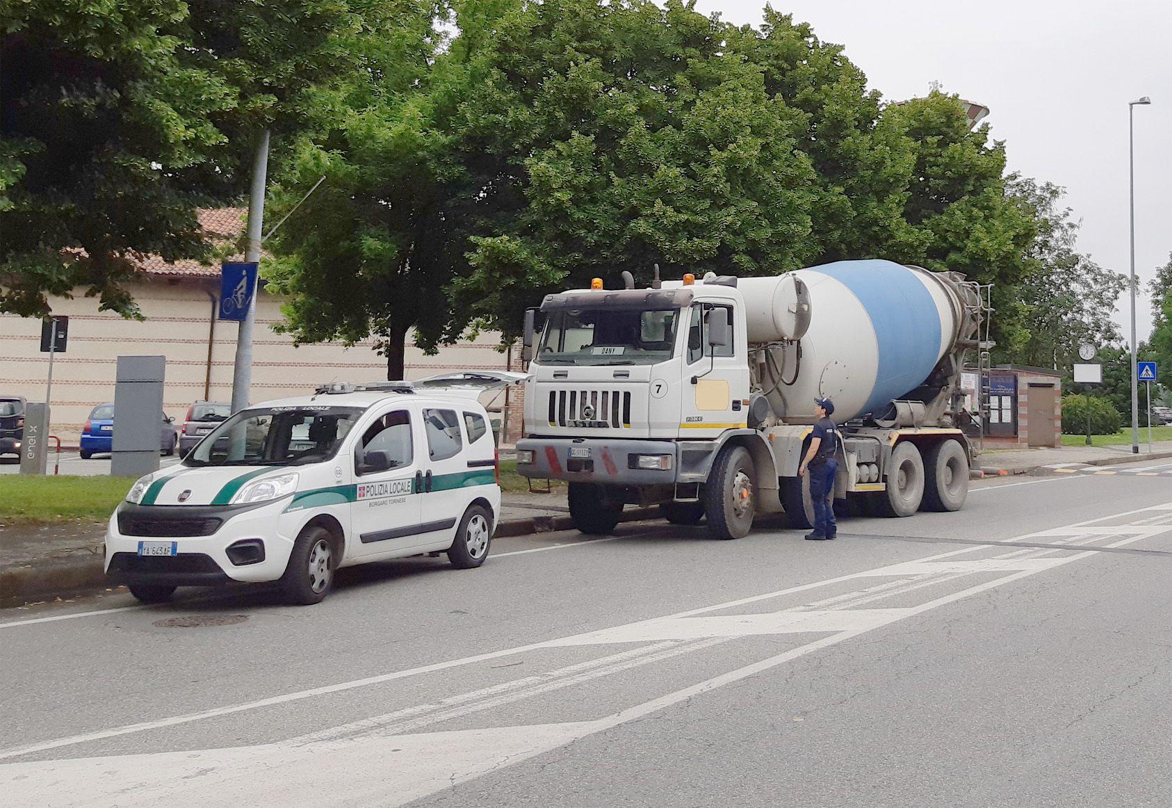 BORGARO - Scatta il divieto per i mezzi pesanti in via Italia