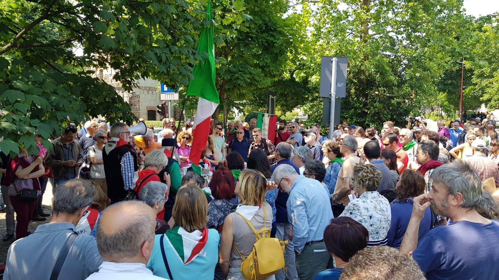 IVREA - L'Anpi con trenta associazioni del Canavese manifesta in centro contro l'ultradestra - FOTO e VIDEO