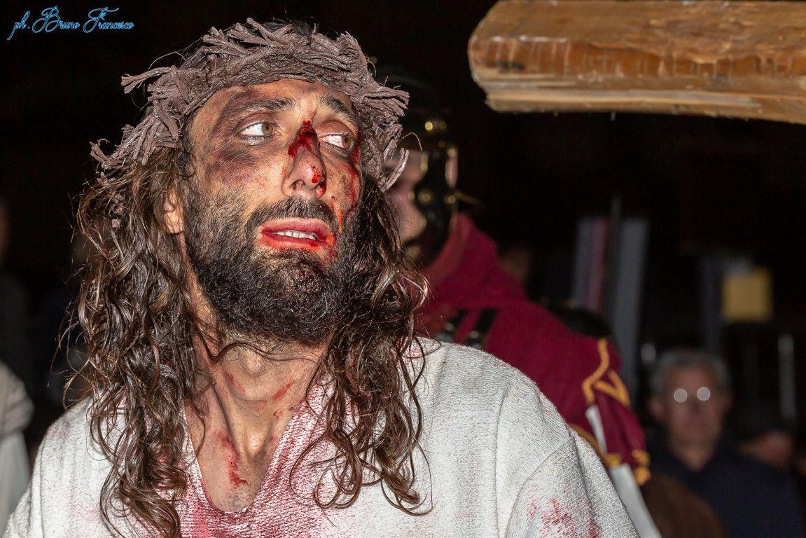 IVREA - Oltre duemila persone hanno seguito la Passione di Cristo