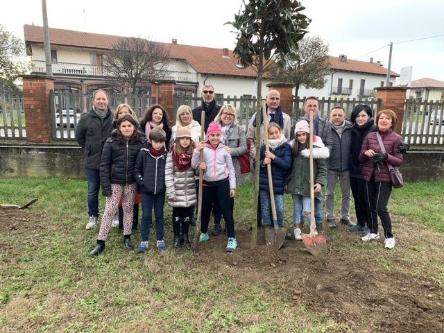 LEINI - Piantati 32 nuovi alberi grazie ad «Alberi per il futuro» - FOTO