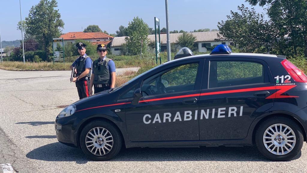 CASTELLAMONTE - Accecato dalla gelosia tenta di investire l'ex fidanzata: arrestato dai carabinieri