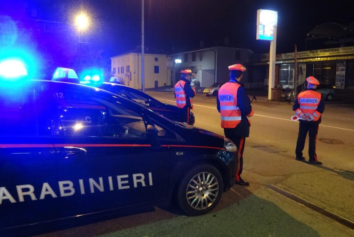 PONT CANAVESE - Furti nelle case: ladri messi in fuga dai carabinieri. Posti di blocco in tutta la zona