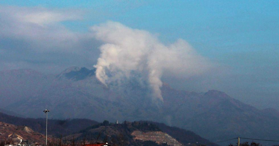 VALCHIUSELLA - Ancora incendi dolosi a Meugliano e Inverso. Giornata di super lavoro per pompieri e Aib