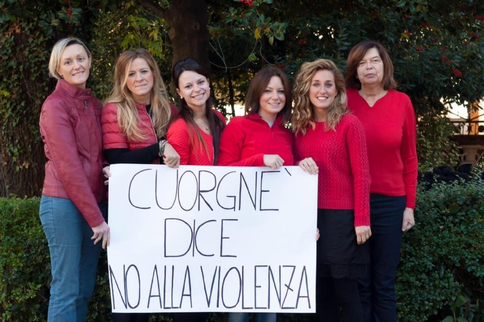 CUORGNE' - La città si schiera contro la violenza sulle donne - FOTO