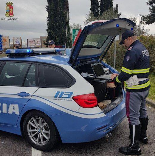 AUTOSTRADA TORINO-MILANO - Due chilometri in contromano con la Panda: automobilista fermato dalla polizia stradale