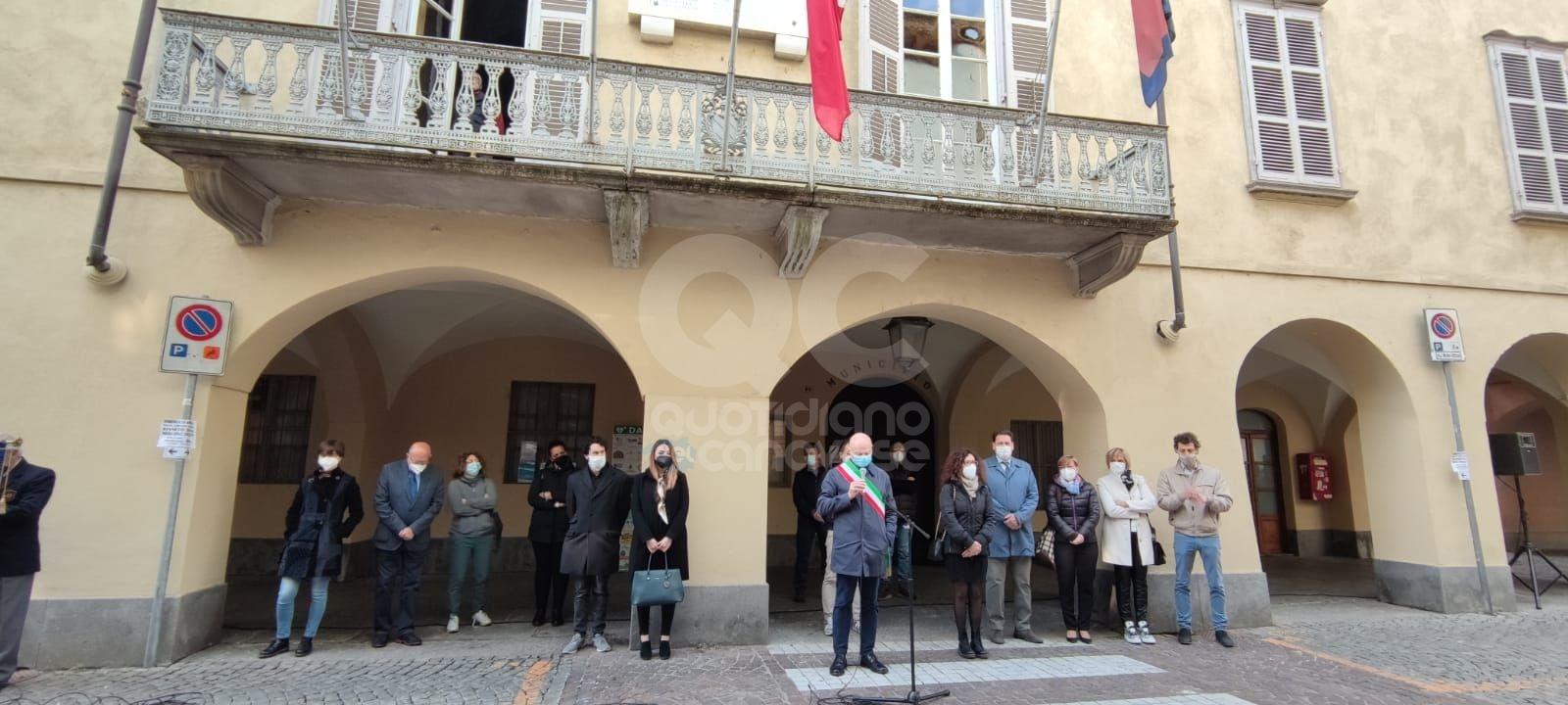 RIVAROLO CANAVESE - Lutto cittadino, la cerimonia sotto il municipio per ricordare Liliana, Osvaldo, Wilson e Maria Grazia - FOTO e VIDEO