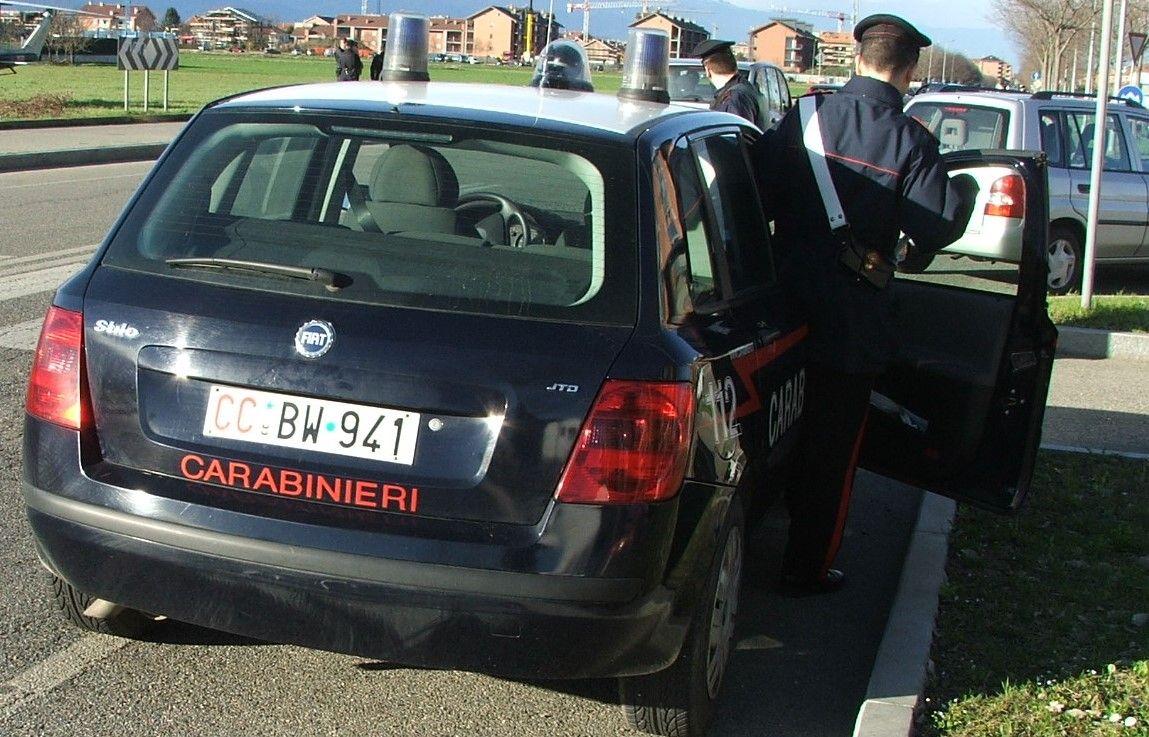 CANAVESE - Botte e insulti alla compagna: arrestato dai carabinieri