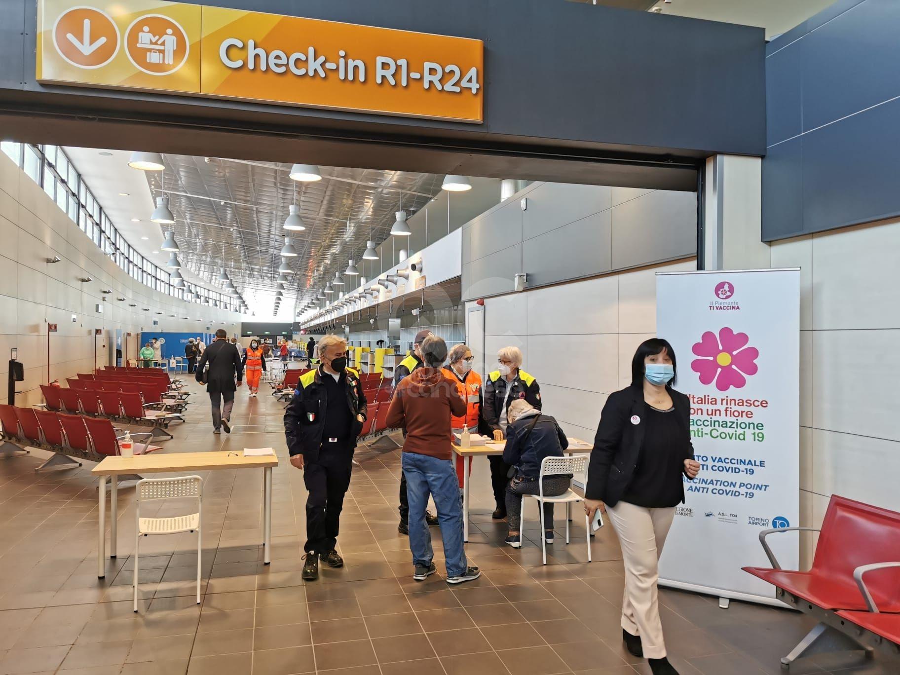 CASELLE - Operativo il nuovo maxi punto vaccinale dell'aeroporto: si trova nello Ski Terminal di Torino Airport - FOTO