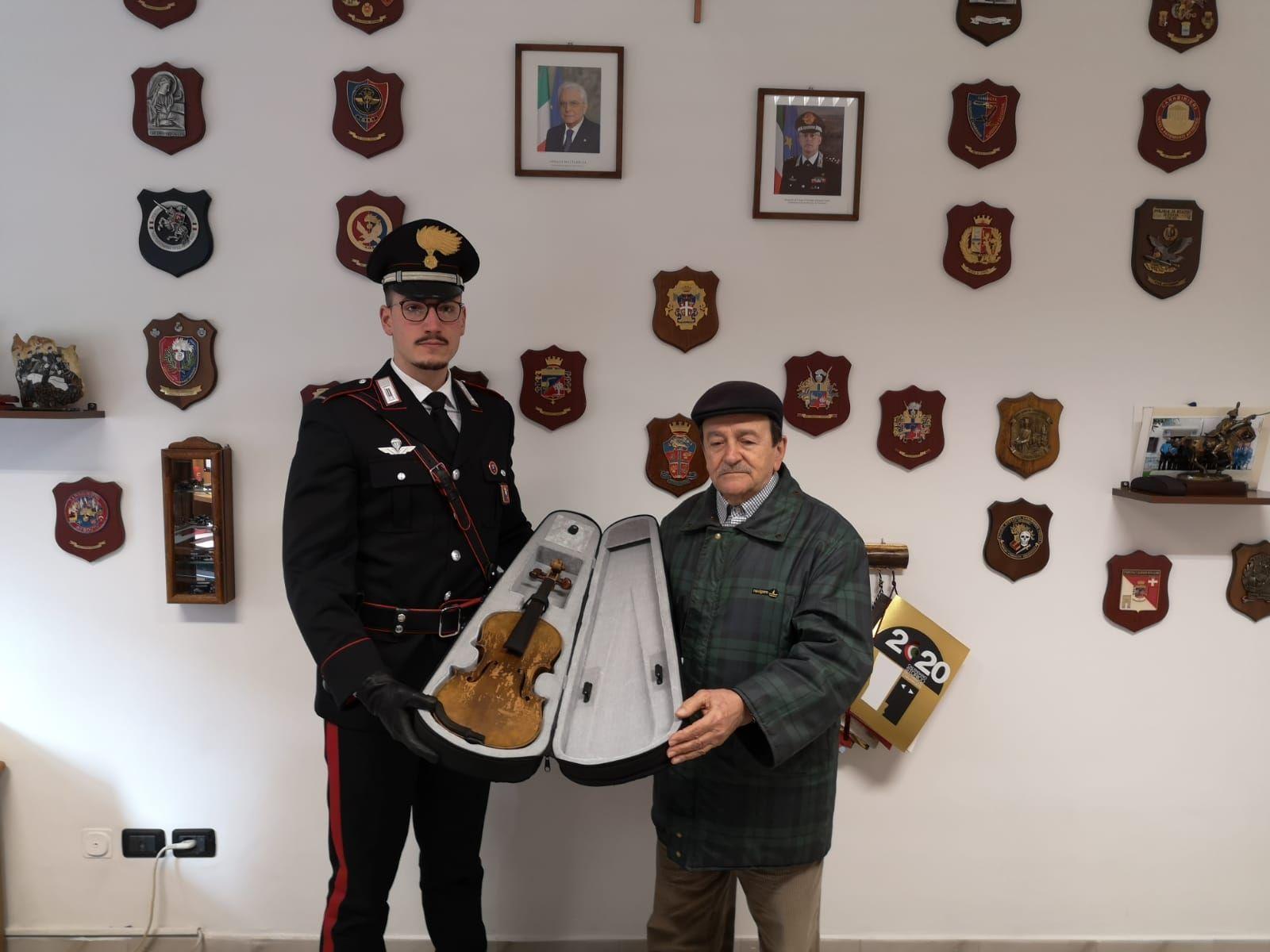 LEINI - Dopo 26 anni il violino rubato è finalmente tornato a casa
