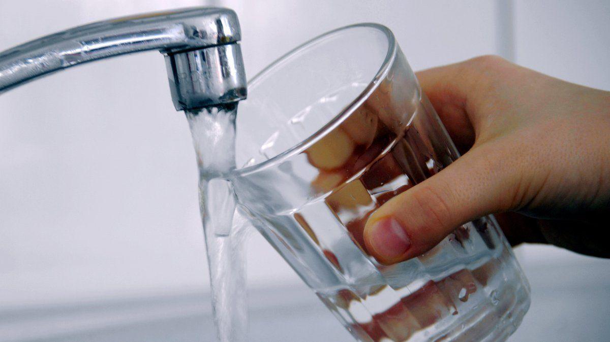 MONTANARO - Troppi batteri nell'acqua: a scuola solo bottigliette