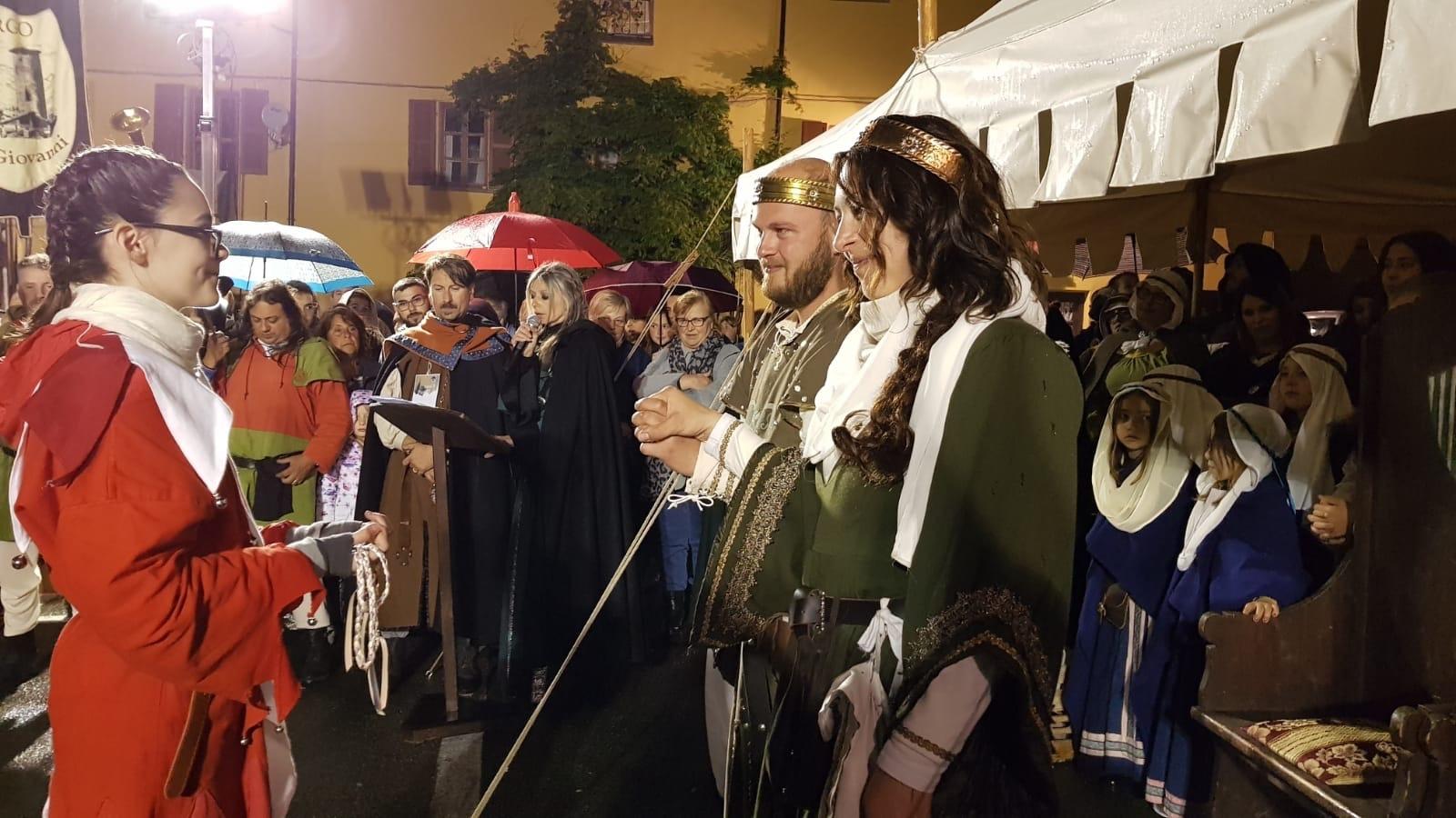 CUORGNE' - Re Arduino e la Regina Berta uniti con rito celtico: conclusione a sorpresa per il Torneo di Maggio - VIDEO