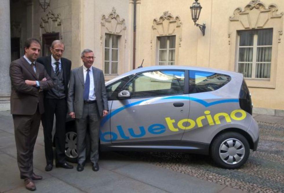BAIRO - Torino si dà al «car sharing» con l'auto elettrica di Bollorè costruita in Canavese