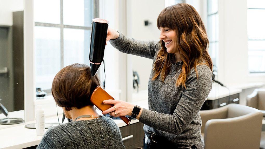 COVID ZONA ROSSA - Ora è possibile spostarsi dal proprio Comune di residenza per andare nei saloni di parrucchieri e barbieri