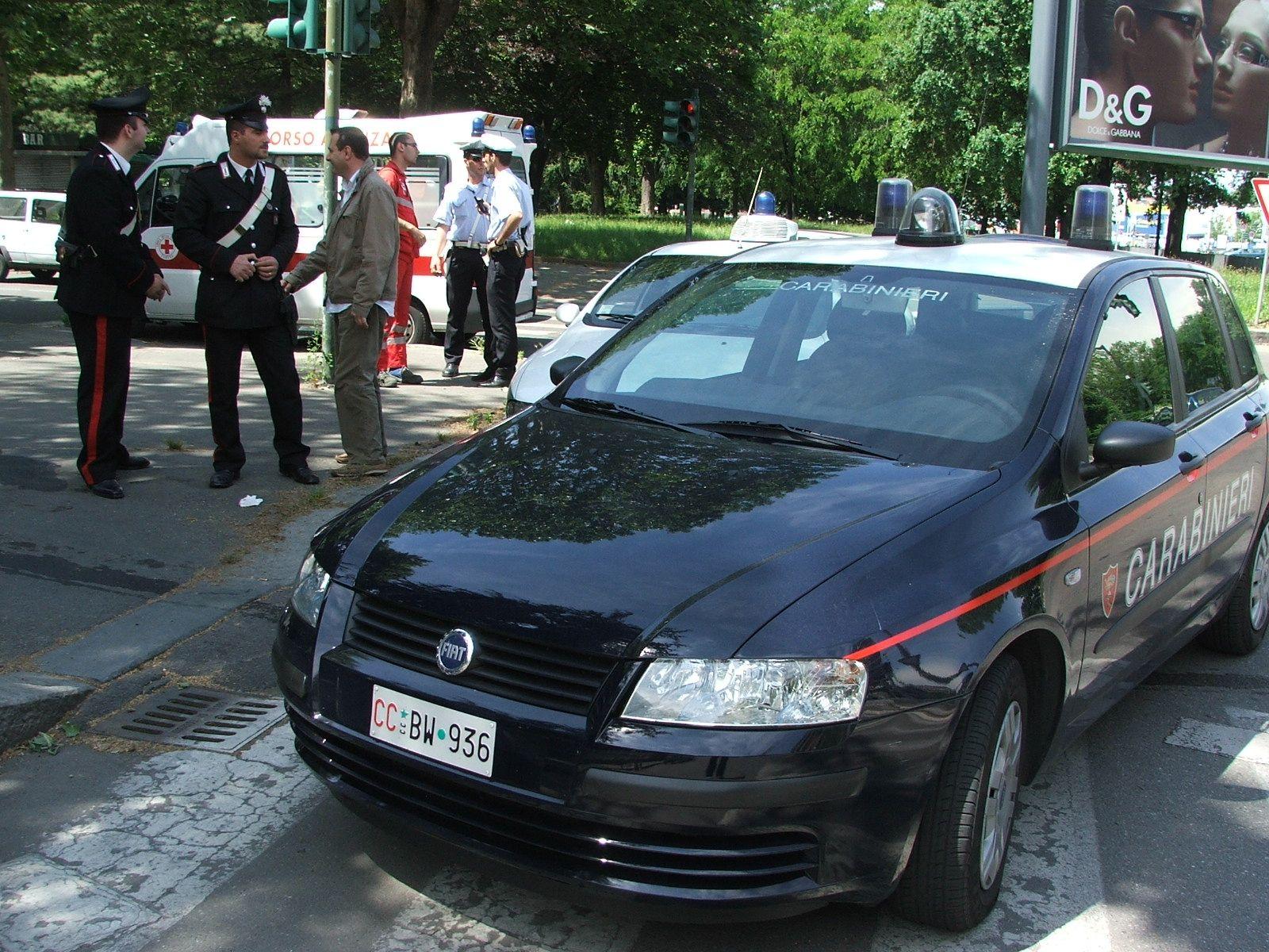 LEINI - Negoziante picchiato con una sedia: due cinesi denunciati dai carabinieri