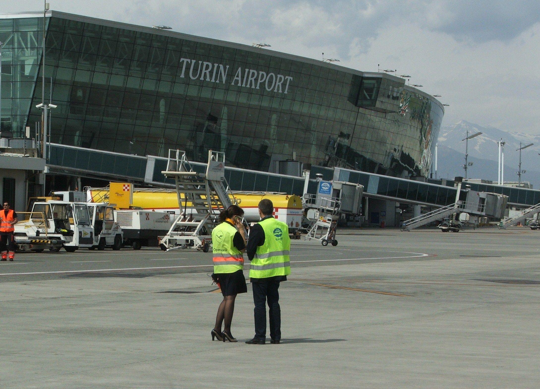 CASELLE - Forte vento, aereo dirottato: associazione Codici contro Ryanair