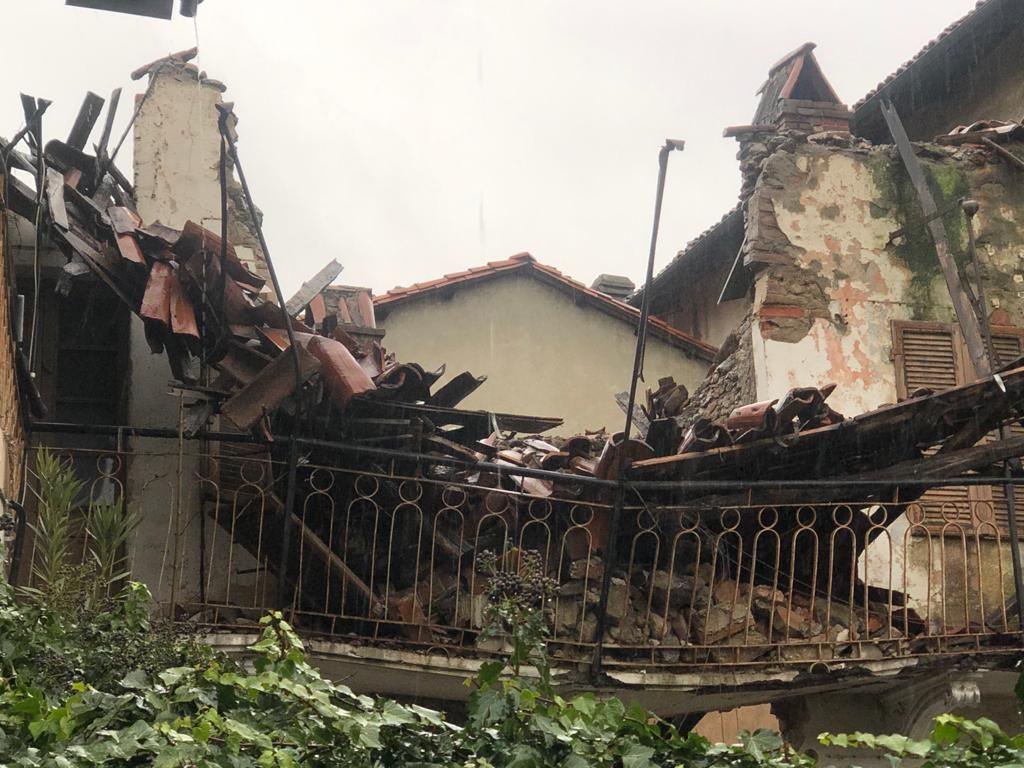 BUROLO - Paura nella notte, crolla una casa in pieno centro