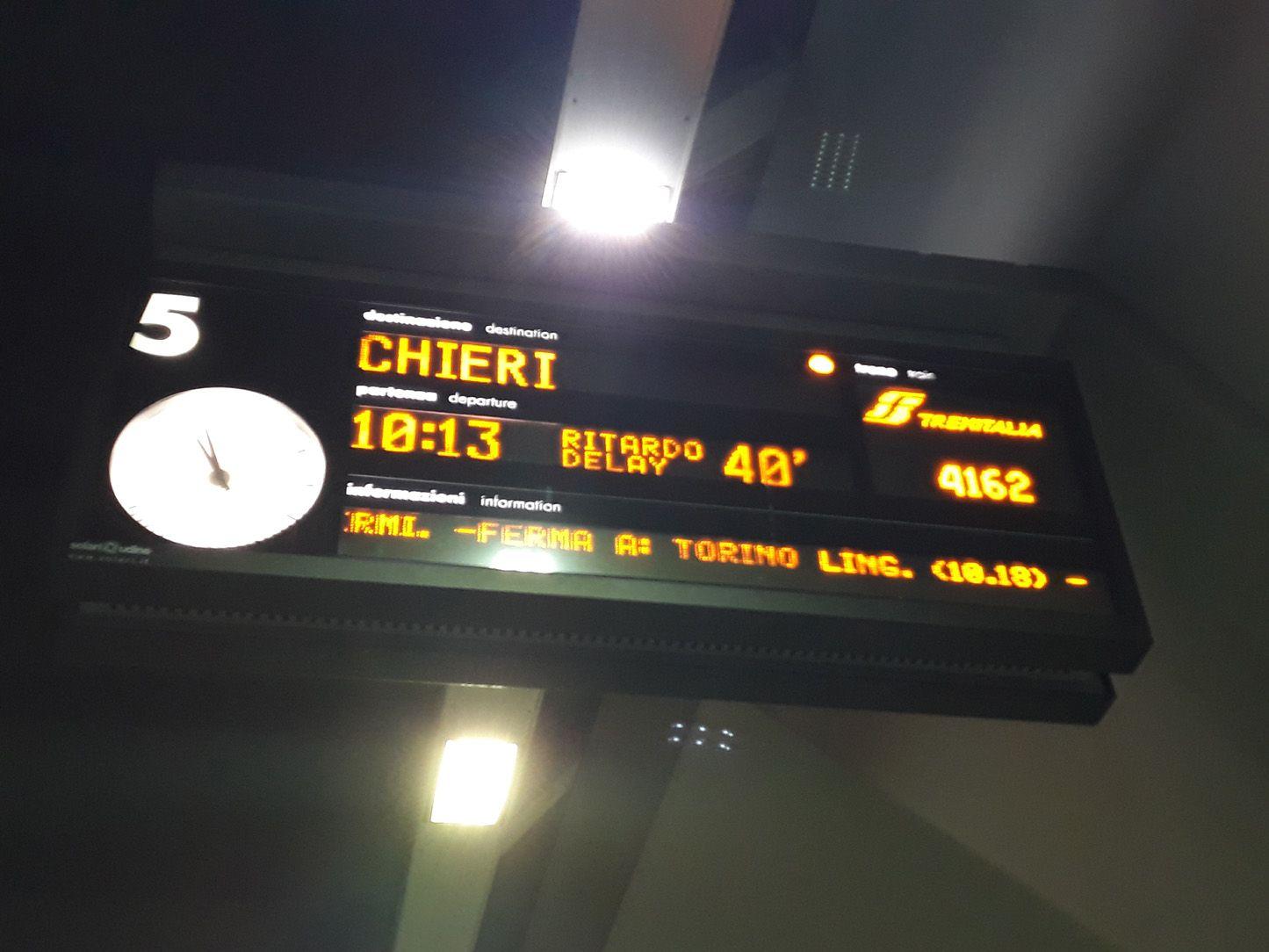 CANAVESANA - Anche oggi ritardi a raffica: «E' un calvario infinito»