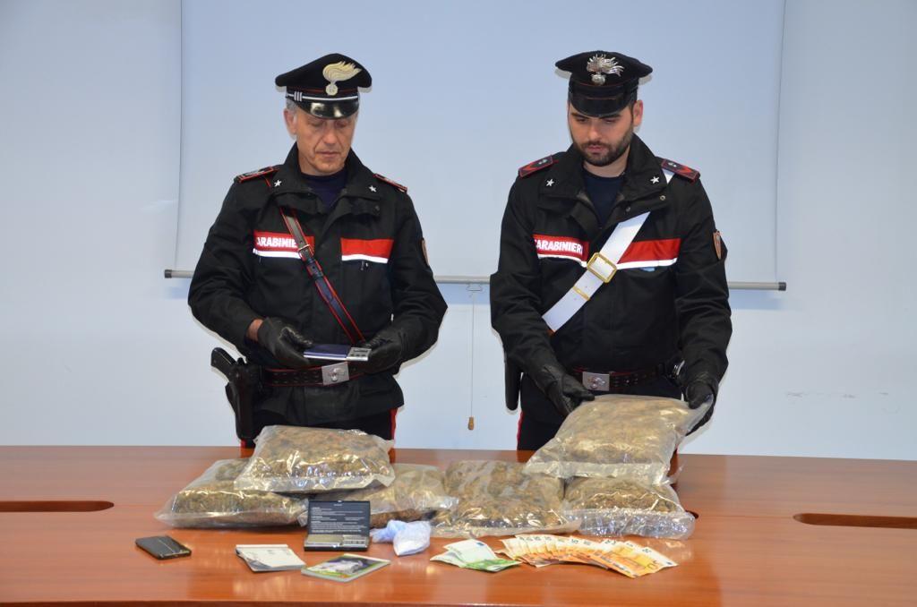 CIRIE' - Tre chili di marijuana in casa: arrestato dai carabinieri un insospettabile pusher