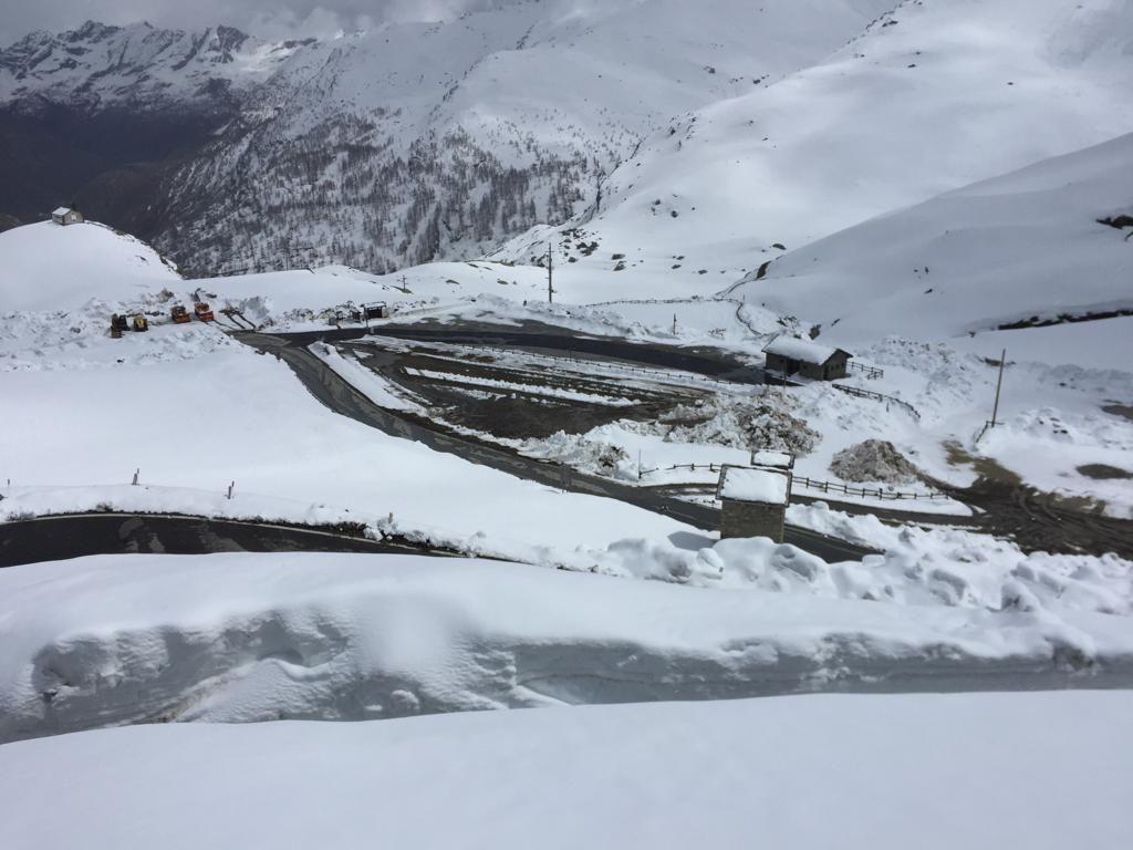GIRO D'ITALIA A CERESOLE - Sgomberati altri 25 centimetri di neve: la tappa non è a rischio - FOTO