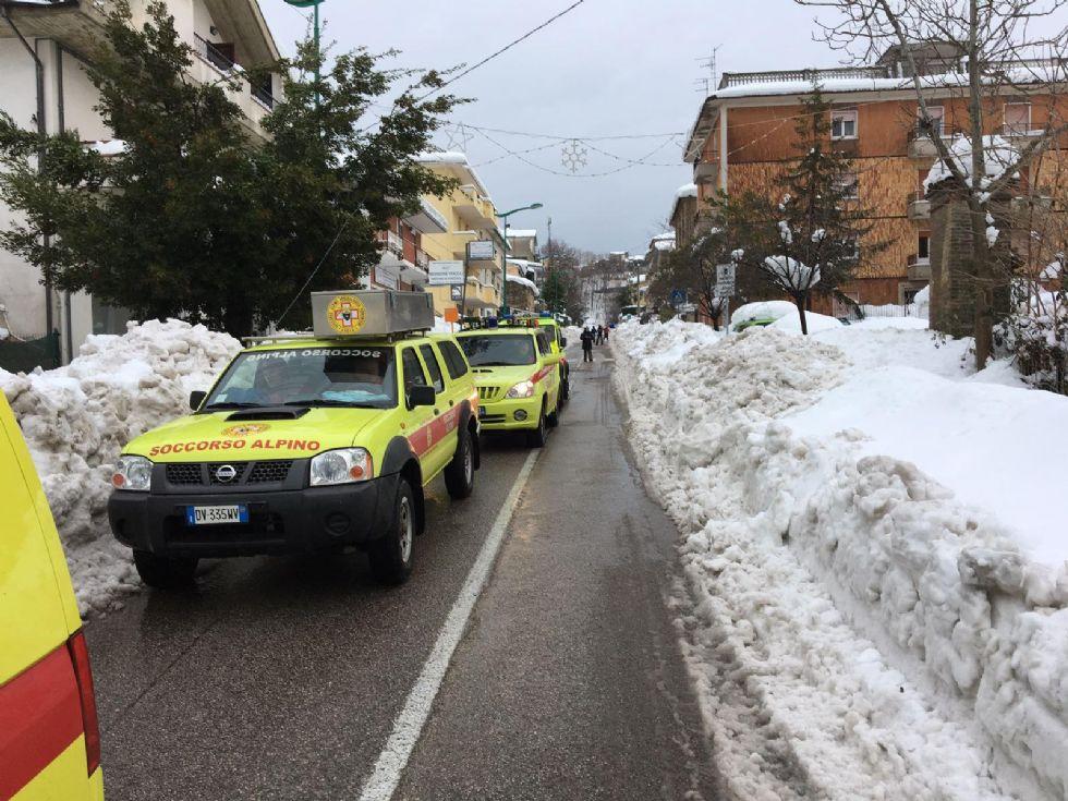 SLAVINA SULL'HOTEL RIGOPIANO -Trovate otto persone vive: proseguono le operazioni di soccorso - FOTO