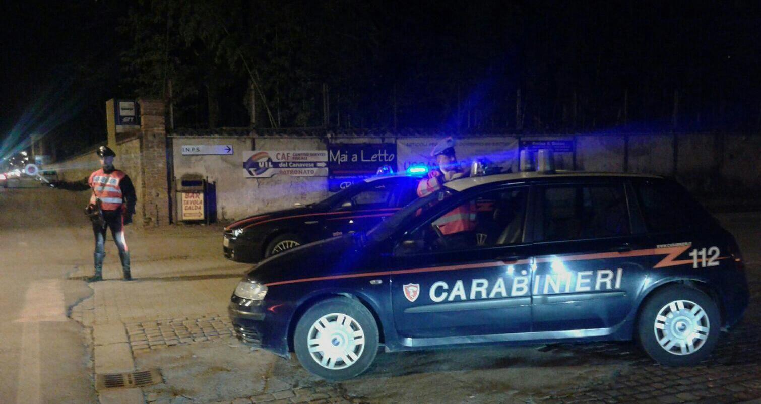 CASTELLAMONTE-BAIRO - Raffica di furti nelle case: ladri in fuga rubano anche i regali di Natale